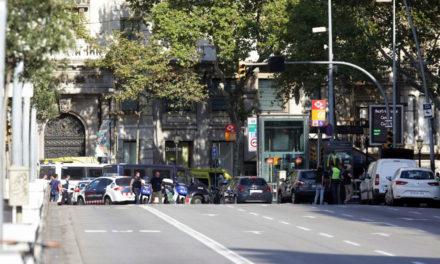 Tras atentado en Barcelona, decreta Rajoy tres días de luto nacional