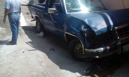 Camioneta se queda sin frenos y se estampa contra vivienda en San Andrés Tuxtla