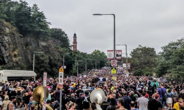 Miles de manifestantes se congregan en Boston tras incidentes de Charlottesville