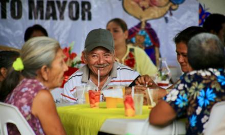 PRD celebra a los adultos mayores en Tres Valles