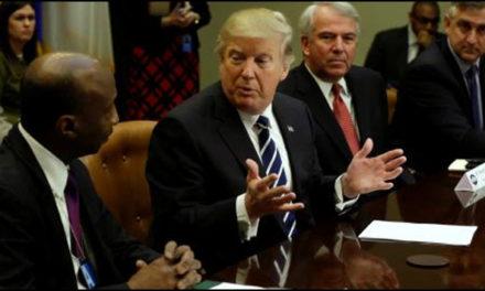 Renuncia asesor de Trump por caso de supremacistas