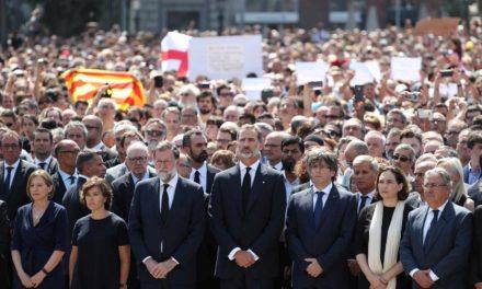 Felipe VI encabeza minuto de silencio en Barcelona