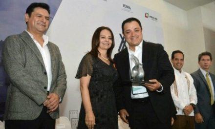 Américo Zúñiga recibe Premio Latinoamericano al Mejor Gobierno Municipal 2017