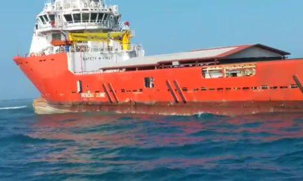 """Buque """"Antares"""" encallado en Tuxpan daña 1 mil 300 metros de arrecifes"""