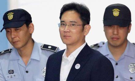 Condenan a cinco años de prisión al heredero de Samsung