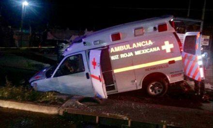 En Hermosillo, cae a socavón ambulancia con mujer embarazada