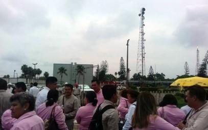 Por amenaza de bomba evacuan a trabajadores de complejo Morelos