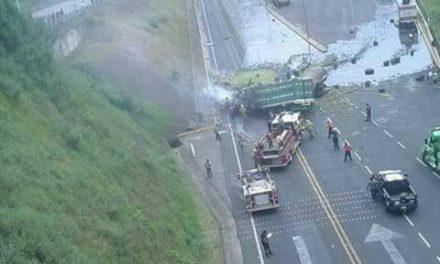 Un muerto y un lesionado en aparatoso accidente en la México-Tuxpan