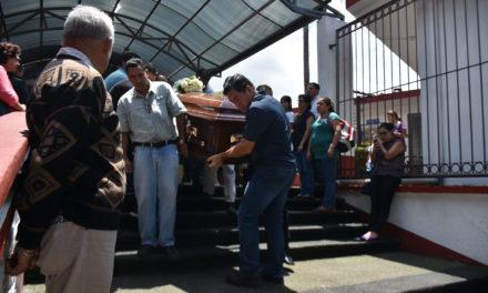 Despiden entre lágrimas a maestro de Educación Física asesinado el martes