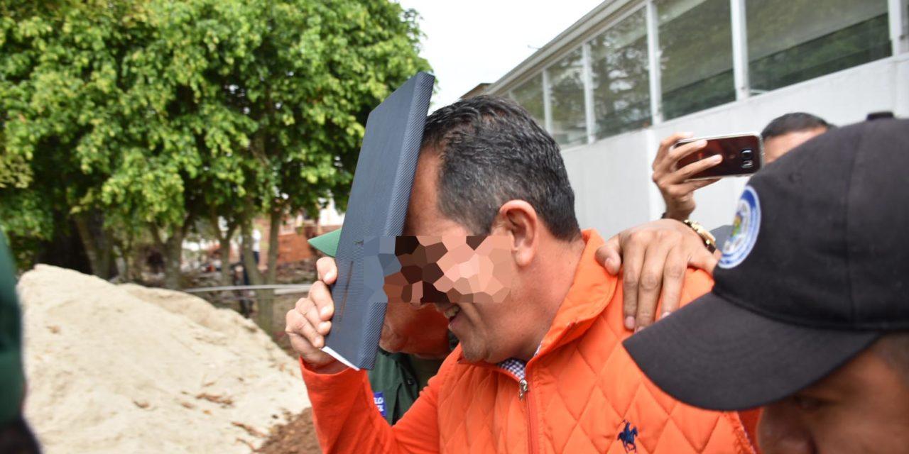 Ex socio de Arturo Bermúdez se presenta a su audiencia en Pacho Viejo