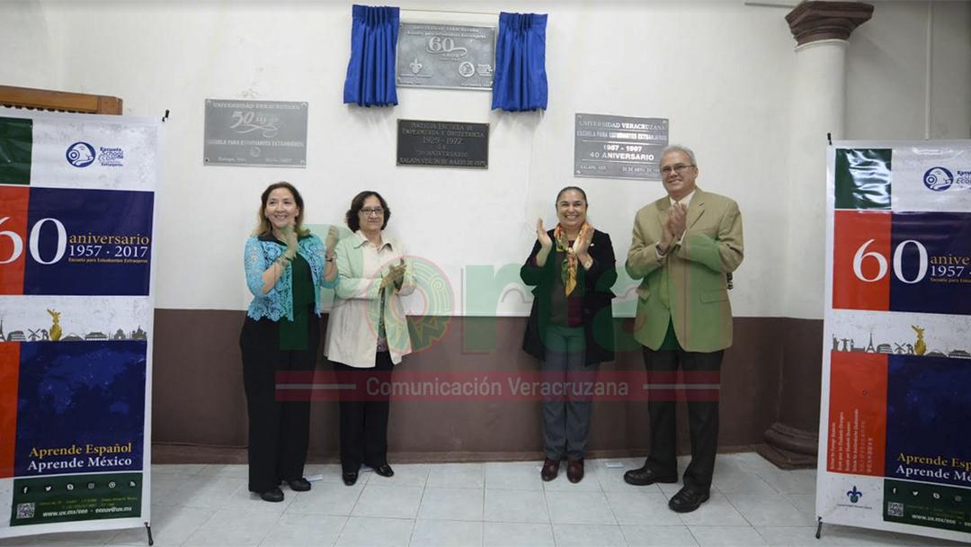 Universidad Veracruzana devela placa conmemorativa con presencia de alumnos extranjeros