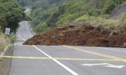 """Lluvias de """"Katia"""" provocan deslaves y derrumbes en Xalapa"""