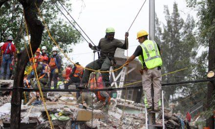 Continúan llegando brigadistas internacionales a México para apoyar en labores de rescate
