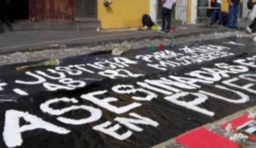 Protestan frente a la sede del gobierno de Puebla por asesinato de Mara Castilla