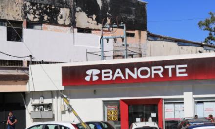 Asaltan con violencia Banorte en Ruiz Cortines, esquina con Villahermosa y Ébano