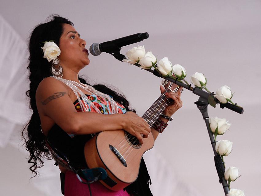 Lila Downs y artistas oaxaqueñas ayudan a víctimas de sismo