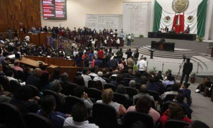 Hora y media después inicia sesión solemne en el Congreso