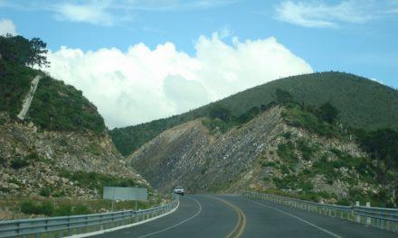 """Recomiendan no transitar la carretera Cardel-Nautla-Papantla por impacto de """"Katia"""""""