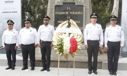 Tránsito y seguridad vial hacen guardia de honor en monumento a Hidalgo