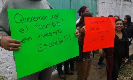 """Exigen restauración de salones en la escuela primaria """"Rafael Ramírez"""""""