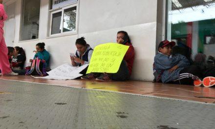 Padres de Coatzintla protestan en SEV por falta de maestros