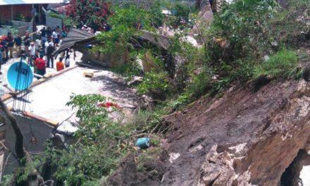 Sepulta alud 2 viviendas y mueren 2 personas, en Chiapas