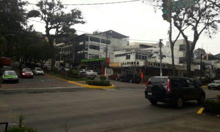 Denuncian vecinos que bares de Los Tecajetes operan al margen de la ley