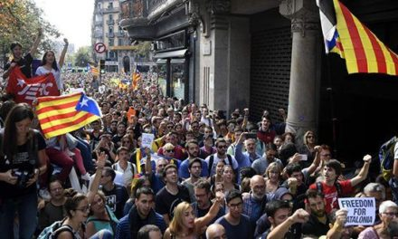 Crece tensión política por referéndum de independencia de Cataluña tras detención de 14 altos cargos catalanes
