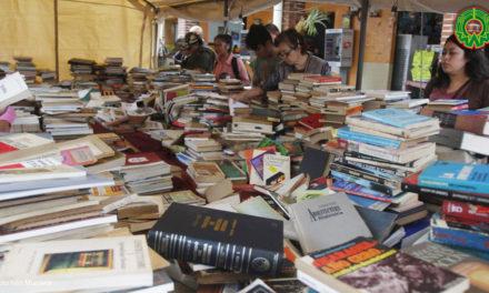 Rematan más de 10 mil libros a 20 pesos en Coatepec