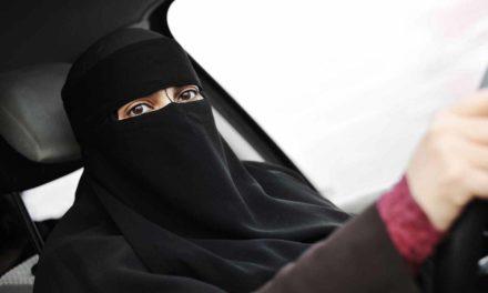Histórico: Mujeres en Arabia Saudita podrán manejar, decreta el Rey Salman