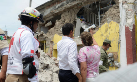 Peña Nieto recorre Jojutla para evaluar daños tras sismo