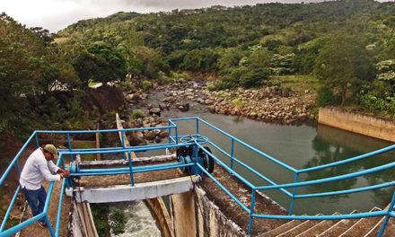 Por intensa lluvia, cierran compuertas de la presa Yuribia