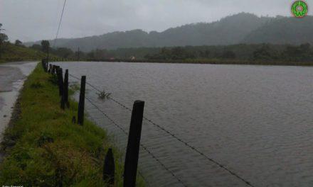 Se desborda el río Huichila, en Tlacolulan