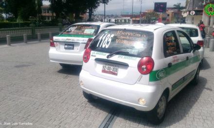 Maneras de ayudar hay muchas; taxistas de Xalapa ofrecen servicio a cambio de víveres