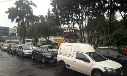 Intenso tráfico en distintas partes de Xalapa se registra esta tarde
