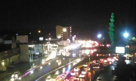 Intenso tráfico en Lázaro Cárdenas con dirección a Veracruz; extreme precauciones