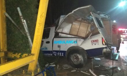 Se accidenta ambulancia en la carretera Xalapa-Coatepec