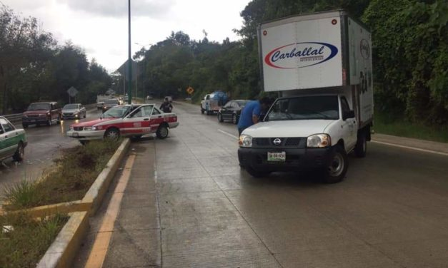 Accidente vial en carretera Xalapa-Coatepec