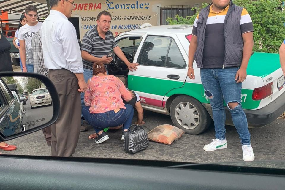 Se accidenta taxista en Circuito presidentes esquina Angel Carvajal