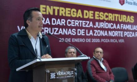 Gobernador de Veracruz regulariza patrimonio de Familias de Coatzintla, Coyutla, Papantla y Tecolutla, las cuales fueron beneficiadas con la seguridad jurídica de su patrimonio al recibir 70 escrituras