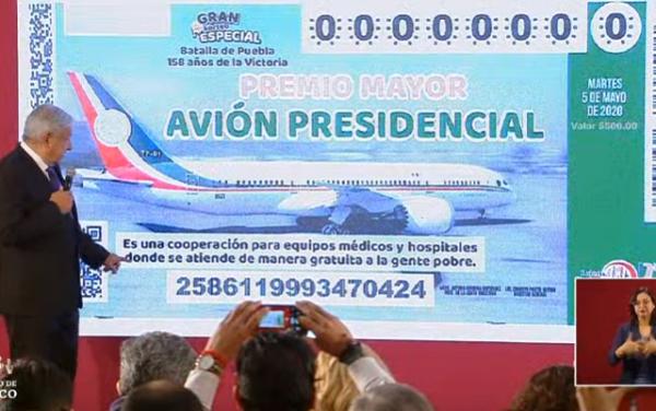 Presenta AMLO diseño del boleto para rifa de avión presidencial