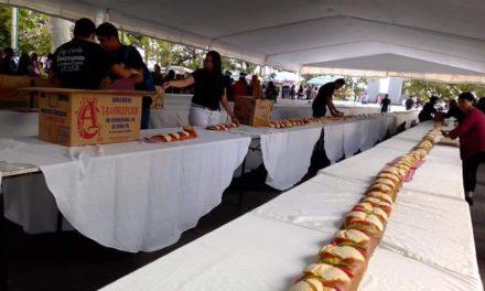 Rompen récord del año pasado, logran 520 metros de Rosca de Reyes en el Parque Juárez de Xalapa
