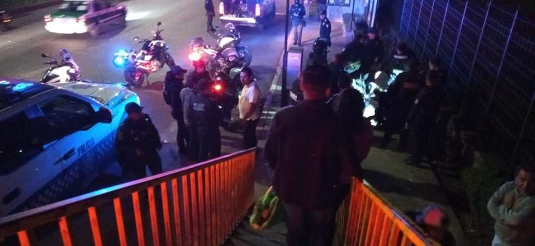 Personas detienen y golpean a ladrón en la avenida Lázaro Cárdenas, a la altura del Congreso del Estado
