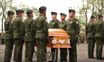 Realizan ceremonia luctuosa en honor a los soladados, fallecidos en accidente Carretero en Oaxaca.