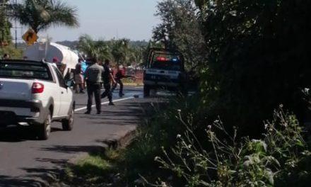 Precaución se incendia patrulla de la Policía Estatal, a la altura El Lencero
