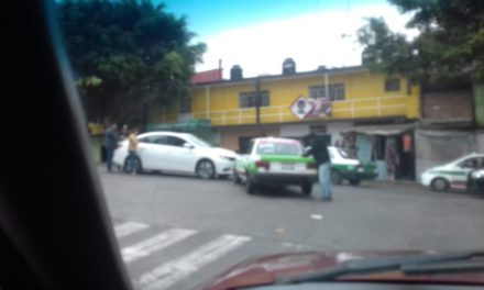 Choque en avenida Chedraui Caram esquina Circuito Tajín