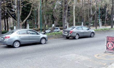 Choque en la avenida Xalapa, a la altura del Museo de Antropología