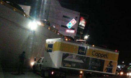 Dos accidentes de tránsito sobre la avenida Lázaro Cárdenas, a la altura de la Araucaria