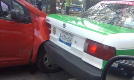 Accidente de tránsito sobre la Avenida Xalapa esquina Calle Ciudad Victoria