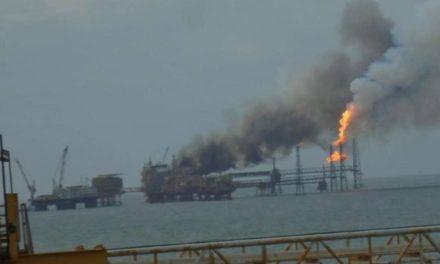 Pemex confirma explosión en plataforma de Campeche, al menos tres trabajadores heridos